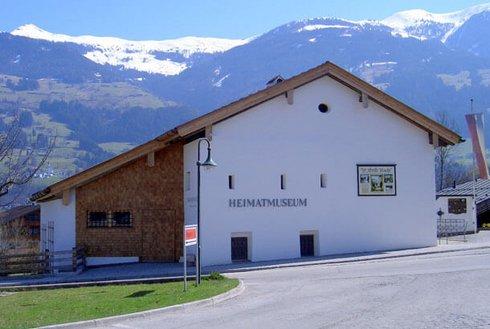Museum über Heimat, Bergbau und Stille Nacht
