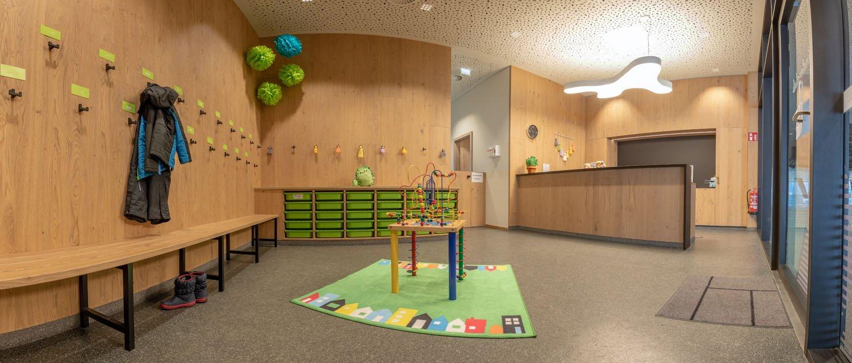 Garderobe im Zwergerl Club Gästekindergarten