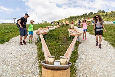 Familienspaß bei Holzkugelbahn Zillertal