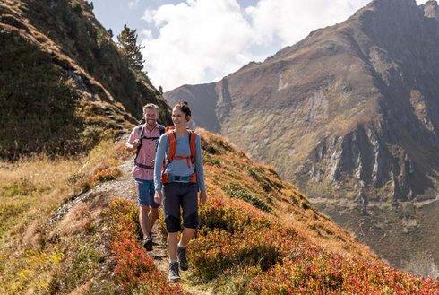 Wanderherbst am Spieljoch mit Bergpanorama