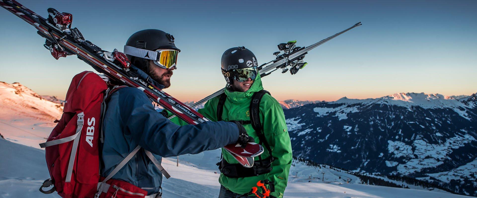Sonnenaufgang Skifahrer im Zillertal