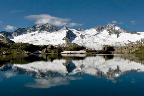 Schwarzsee mit Blick auf Gletscher Zillertal