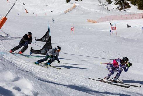 Skifahrer beim Seilrennen in Hochfügen