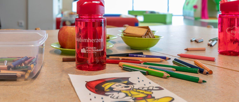 Trinkflasche Buntstifte Gästekindergarten