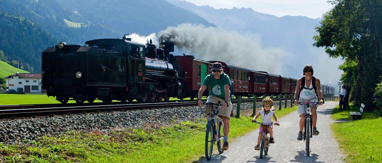 Familie am Zillertaler Radweg