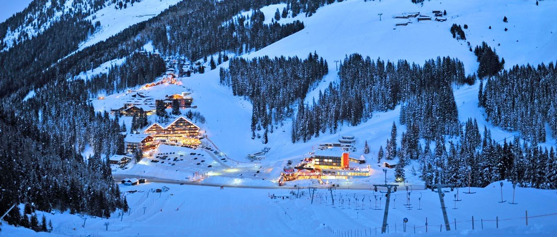 Winterpanorama Hochfügen bei Nacht