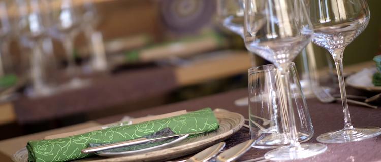 Gedeckter Tisch im Restaurant Guat z Essen