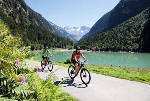 Fahrradfahrer Speichersee Stilluptal Zillertal