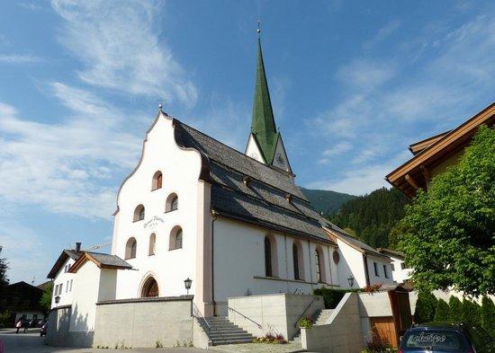 Kirchenaufgang zum Pfarramt Stumm
