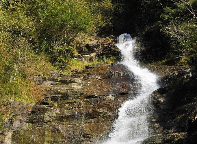 43WoergoetterfriendsSchleierwasserfallHart72dpi.jpg