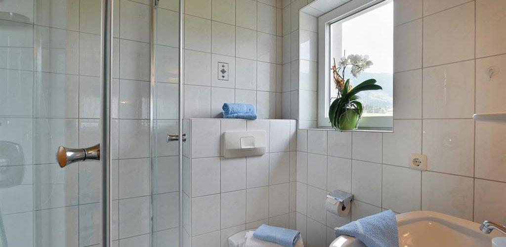 Wohnung-1-Badezimmer.jpg