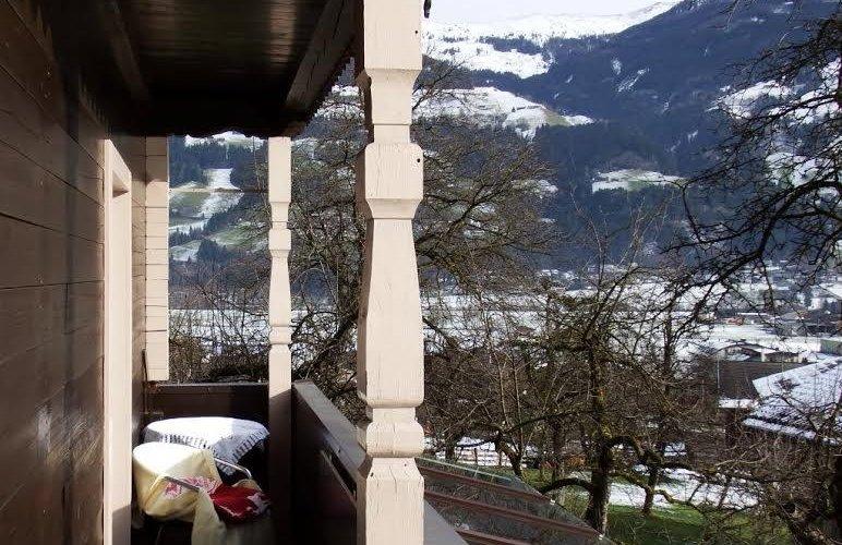 Balkon-1-Stock.jpg